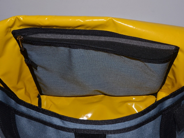 bagaboo eco messenger bag padded back pocket