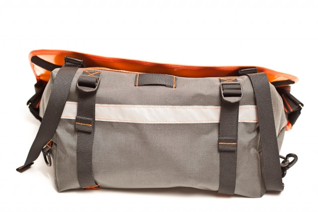 bagaboo messenger bag compression straps