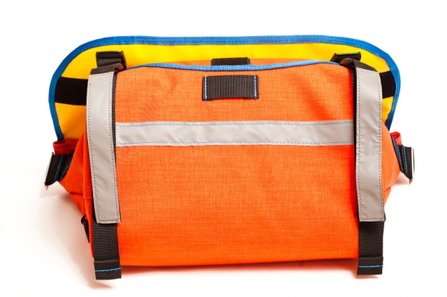 bagaboo messenger bag extra reflective stripes