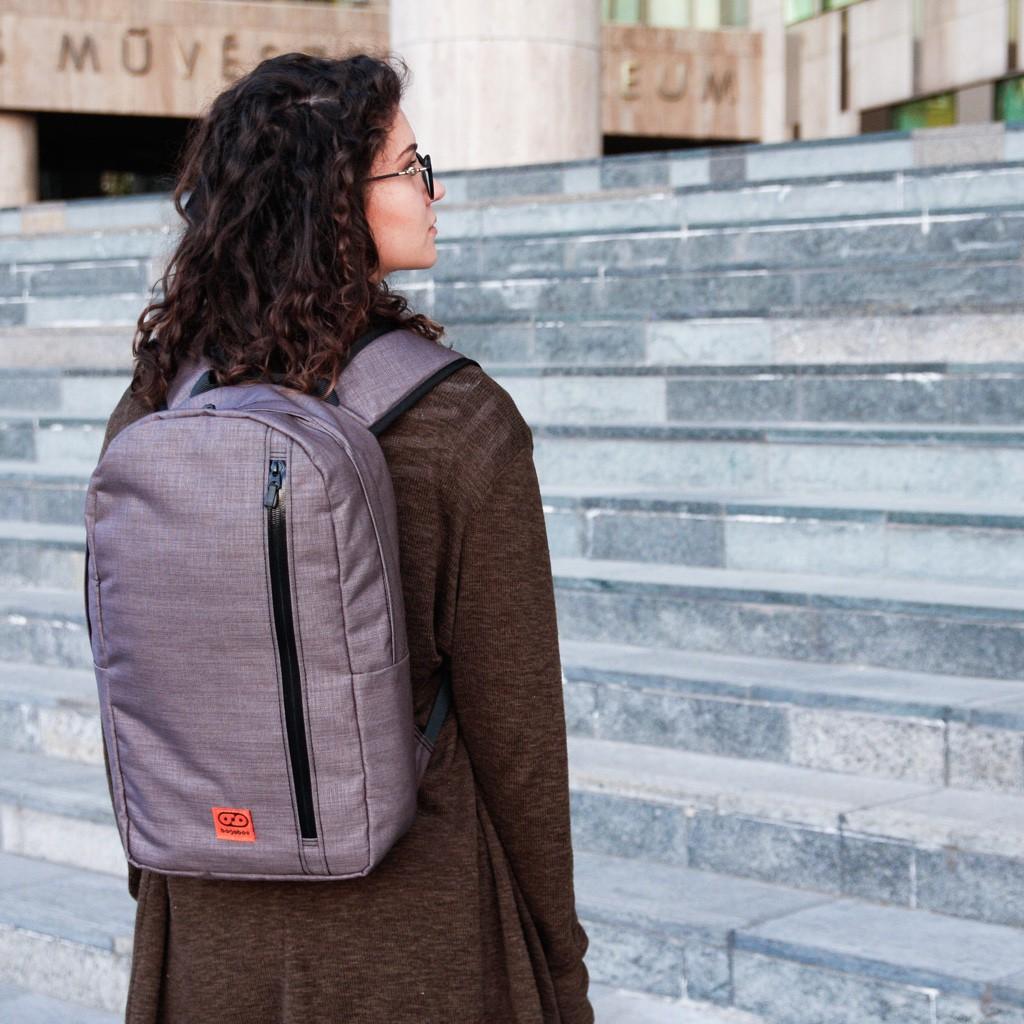 bagaboo urban maze városi kétvállas táska női modellen