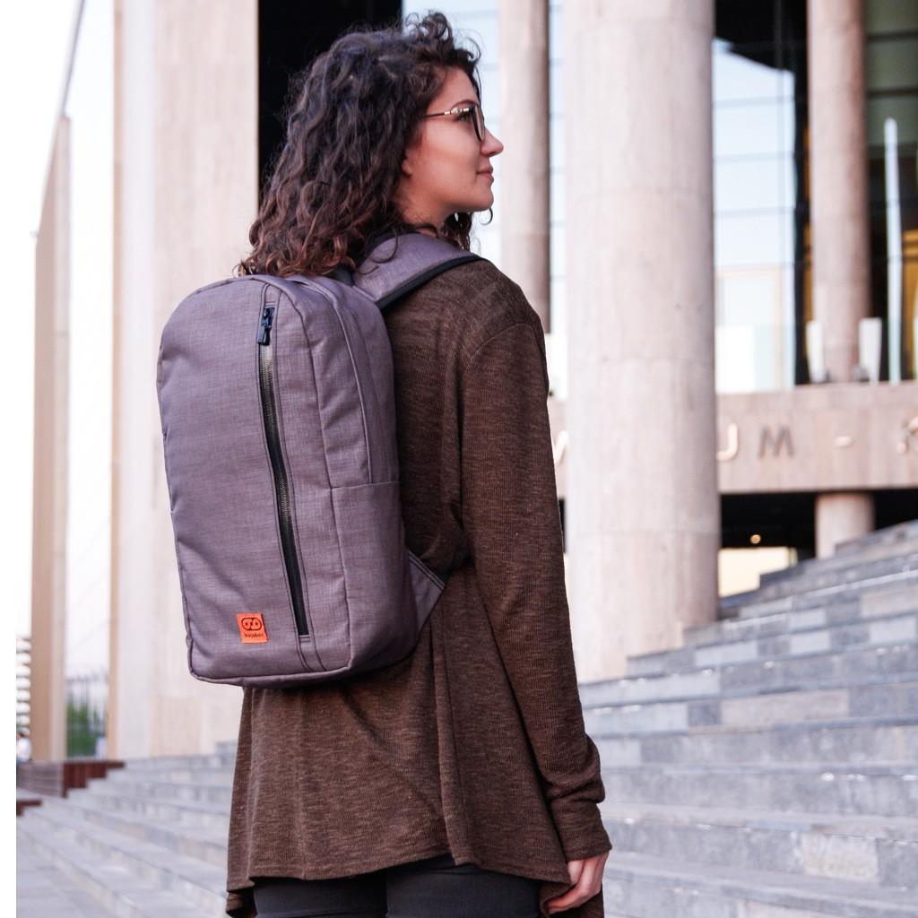 bagaboo urban maze városi hátizsák női  modellen