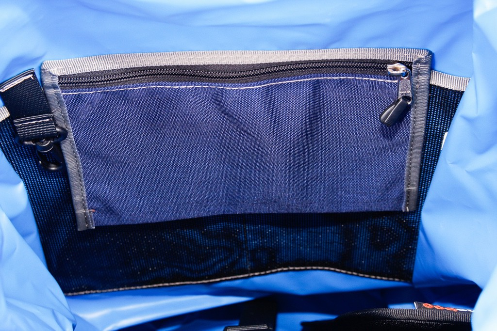 bagaboo jumbo hátizsák kihajtós zseb és kulcstartó